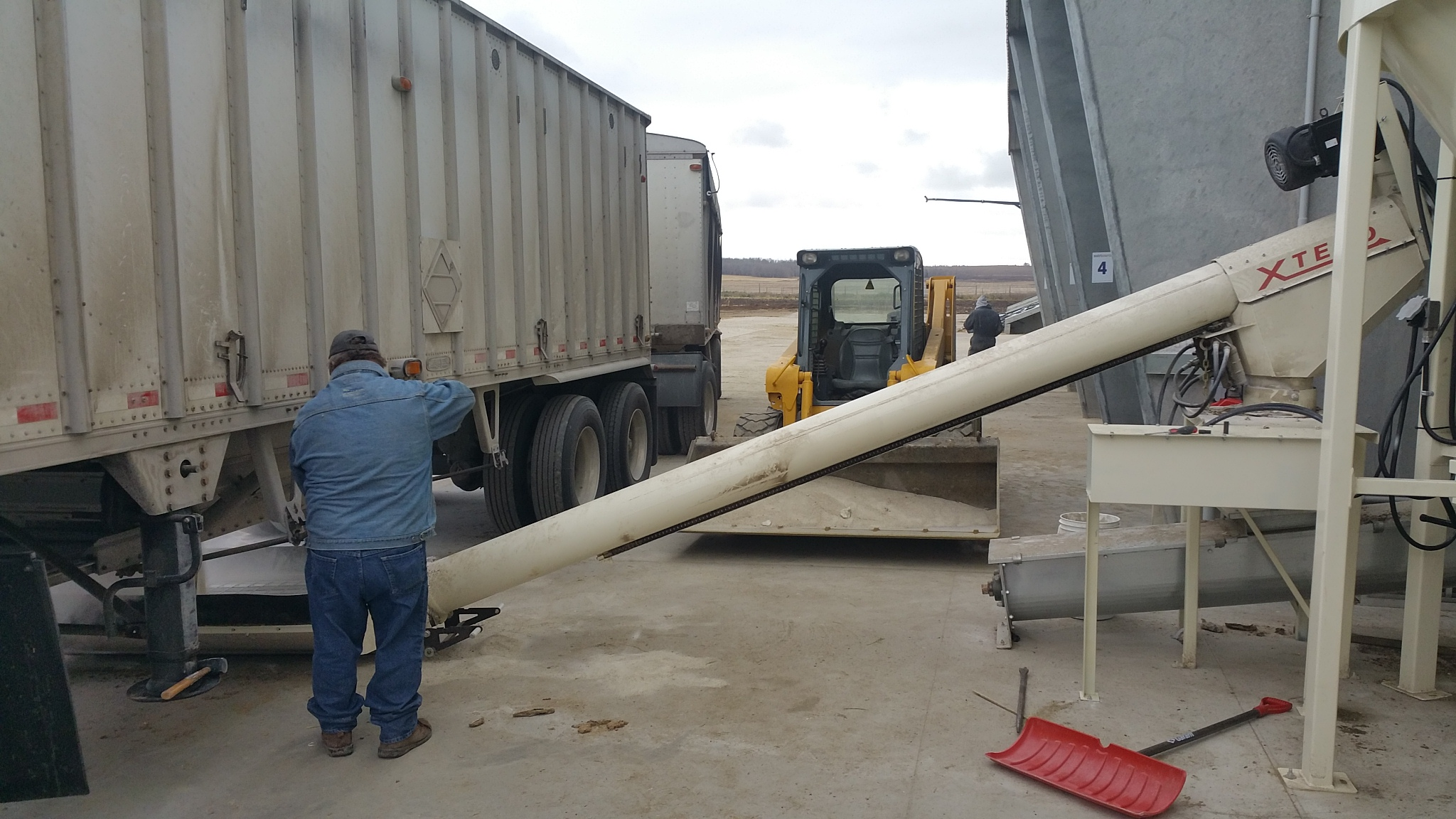 Unloading into feed system